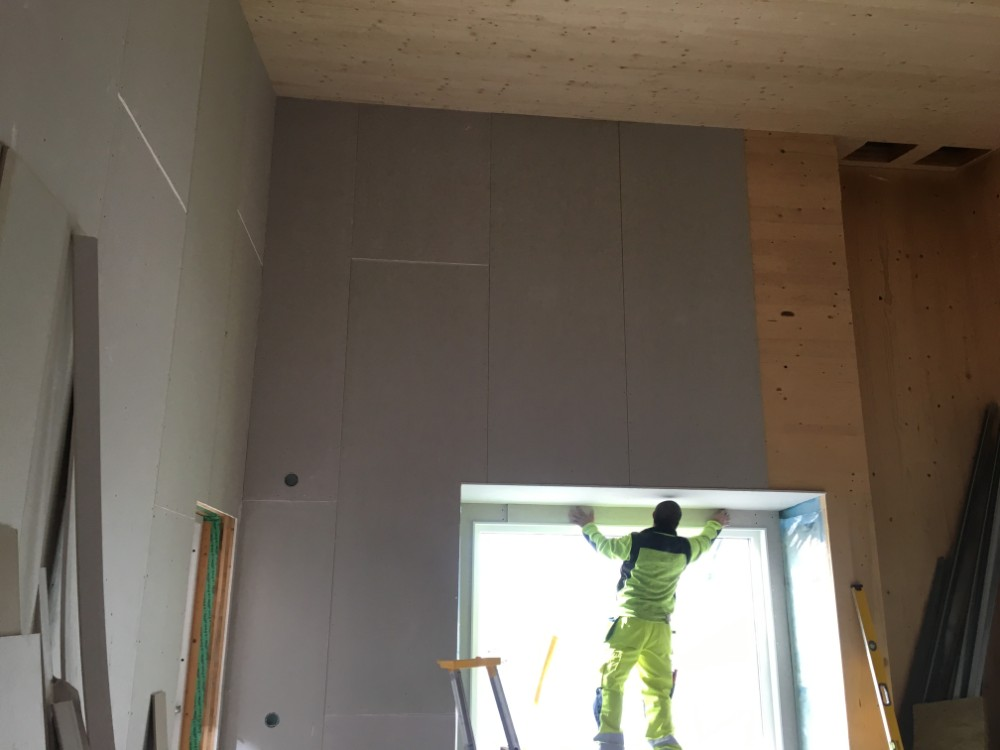 Byggnation av gipsväggar och fönstersmygar.